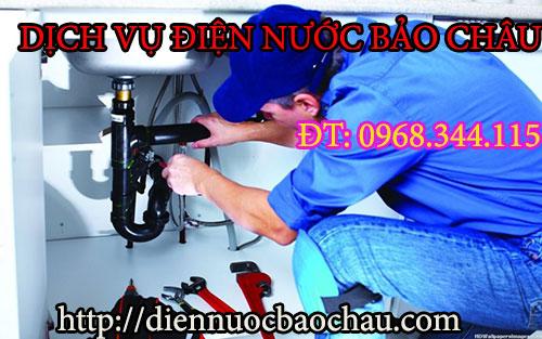Thợ sửa chữa đường ống nước chuyên nghiệp ở phố Phạm Văn Đồng.